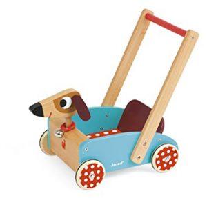 Ce chariot de marche Janod a l'apparence d'un chien.