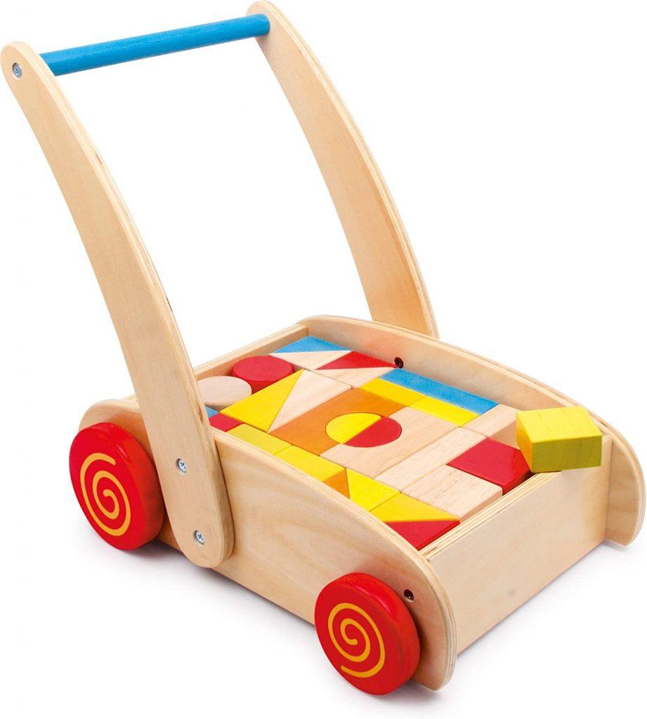 Ce chariot de marche bébé Small Foot est fait en bois.