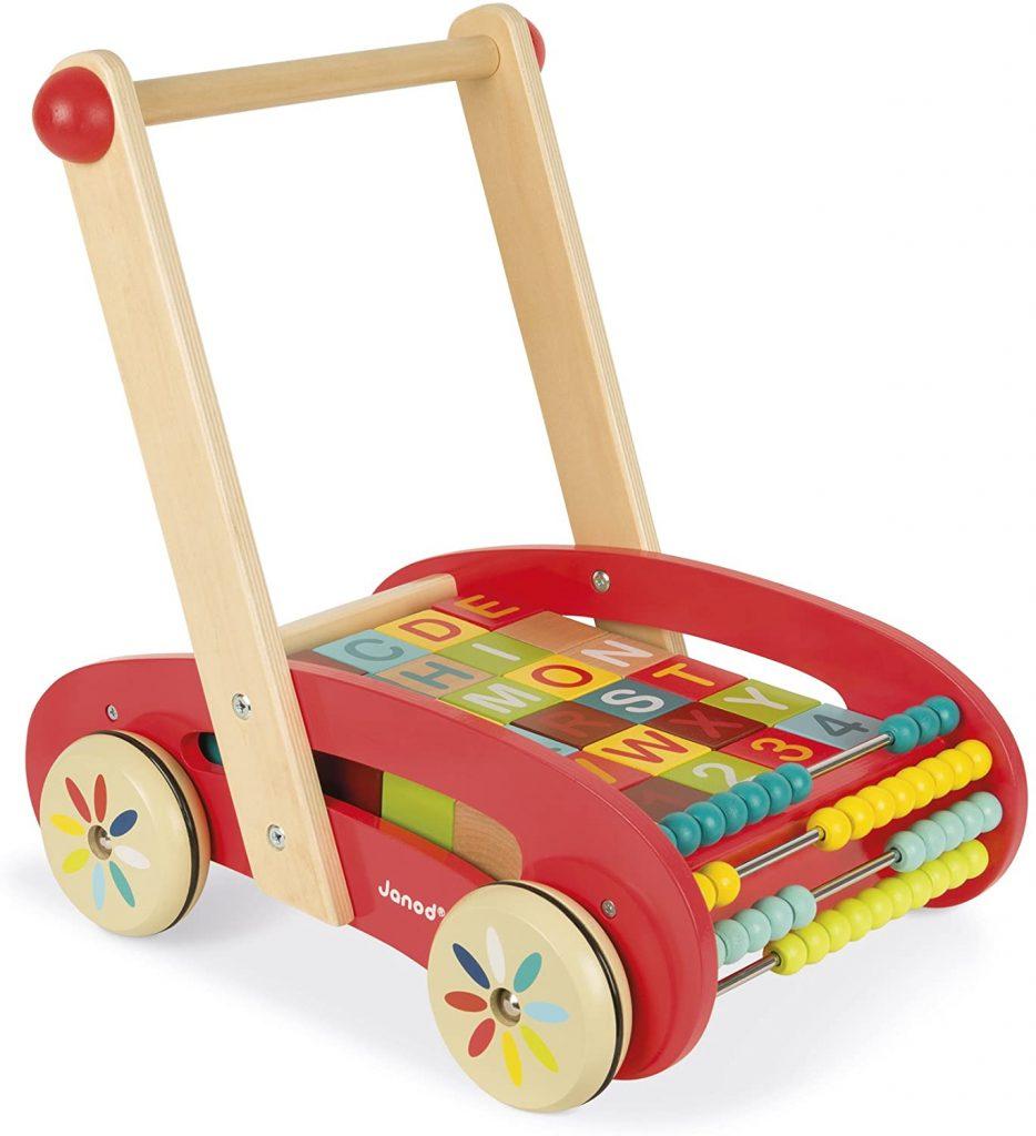 Le chariot de marche Janod Buggy ABC permet à votre bébé d'apprendre à marcher.