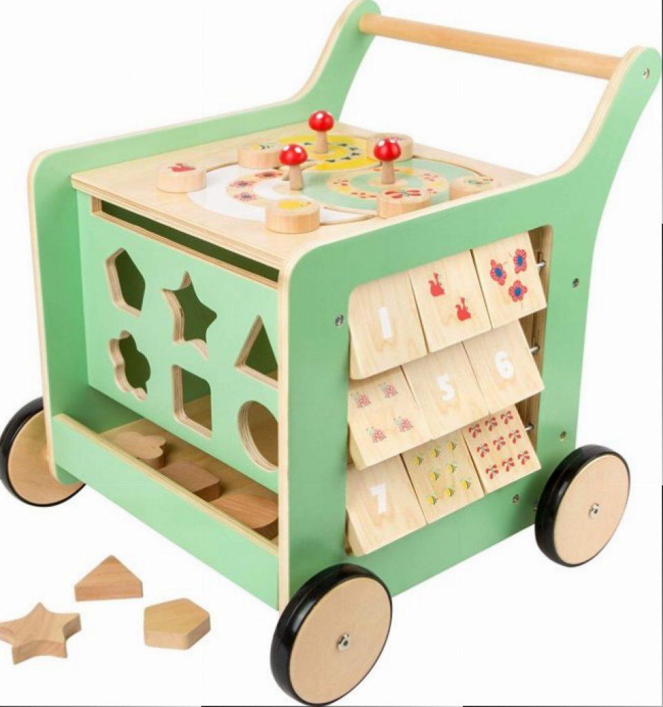 Ce pousse pousse bébé en bois dispose de plusieurs activités.
