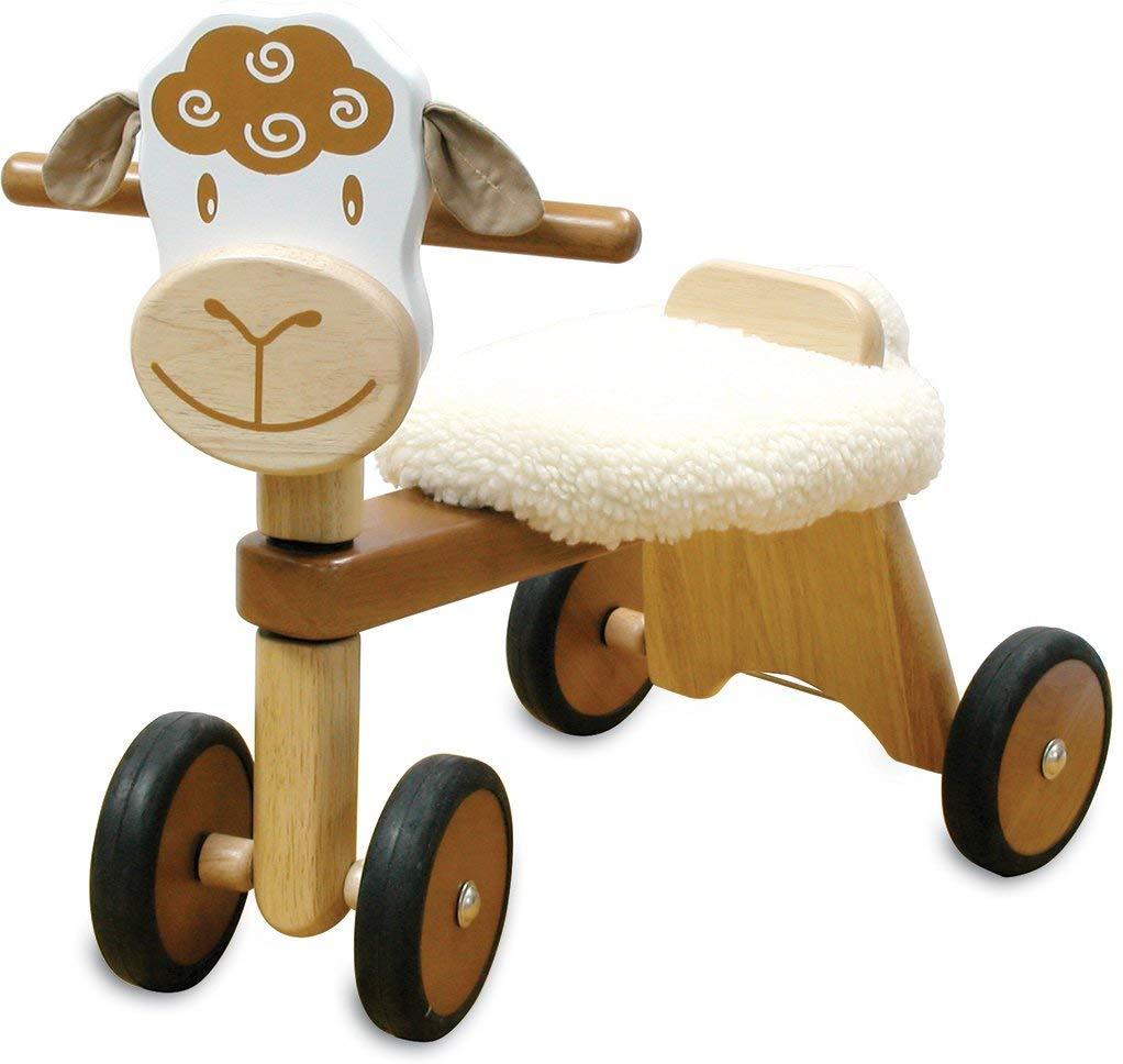 Le porteur en bois mouton I M TOY a un look adorable avec son coussin rembourré style peau de mouton.