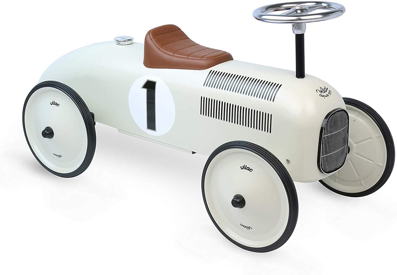 Ce porteur pour enfant Vilac ressemble à une voiture de course vintage.