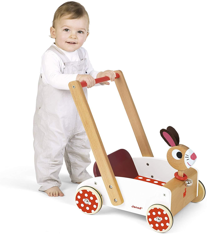 Le trotteur pousseur est un jeu qui fait office d'aide à la marche pour bébé.